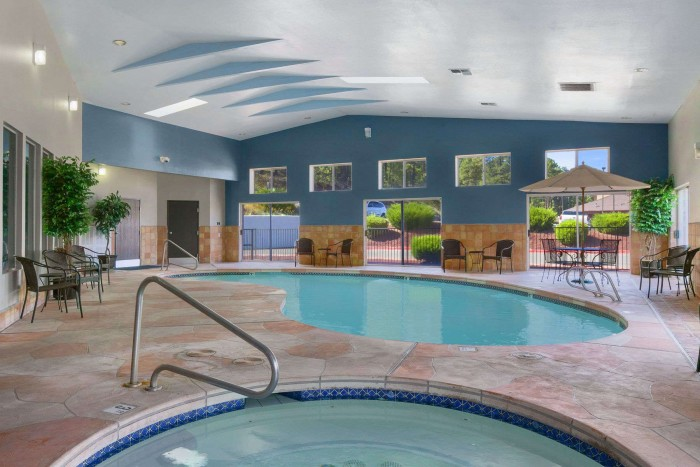 05244_pool_view_1