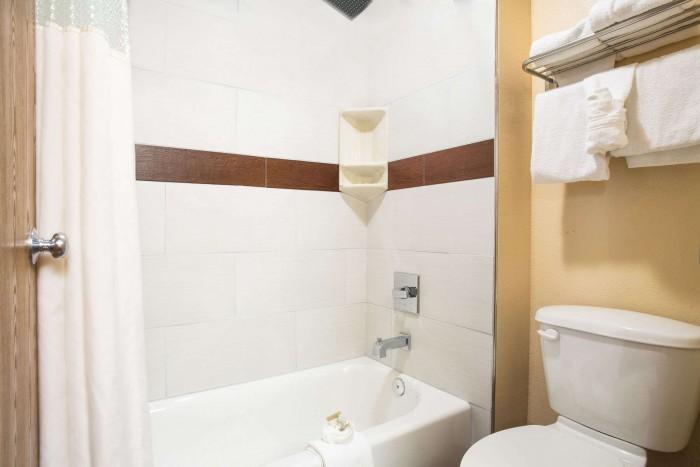 01718_guest_room_11